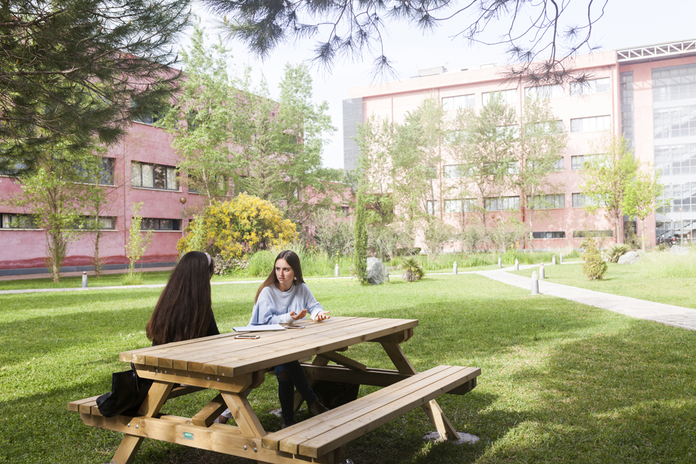 También pasean por LaLuna… (parte #3) Fotografía corporativa: Universidad Pablo de Olavide 2018